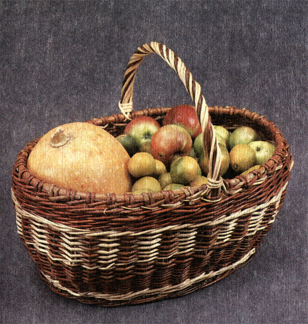 Корзина из цветного и белого прута с яблоками и тыквой. Работа В. М. Дубровского