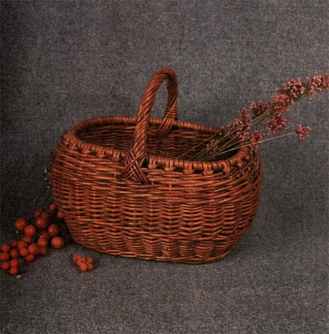 Корзина садовода, сплетенная из цветного прута. Работа В. В. Логинова