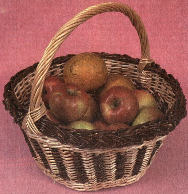 Корзина коническая с дарами сада. Работа З. В. Харламовой