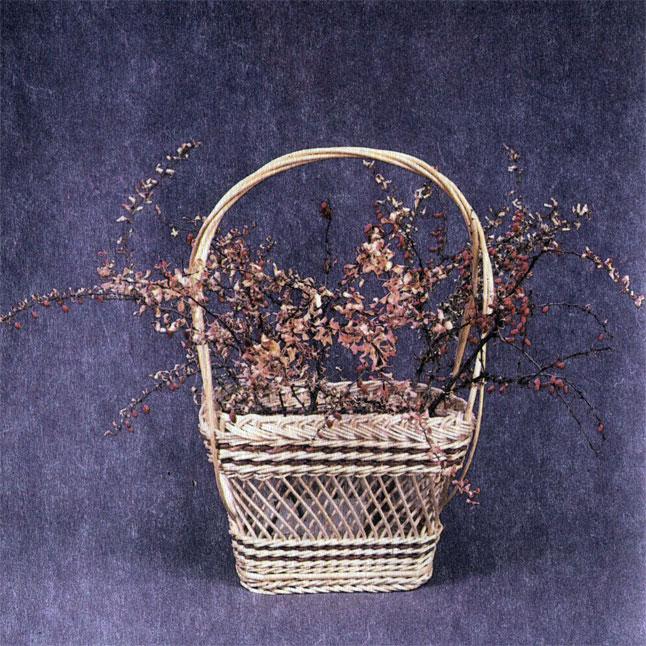 Цветочница 'Подарочная' с ветками барбариса. Работа В. В. Логинова