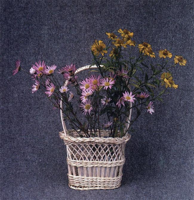 Та же корзина с цветами
