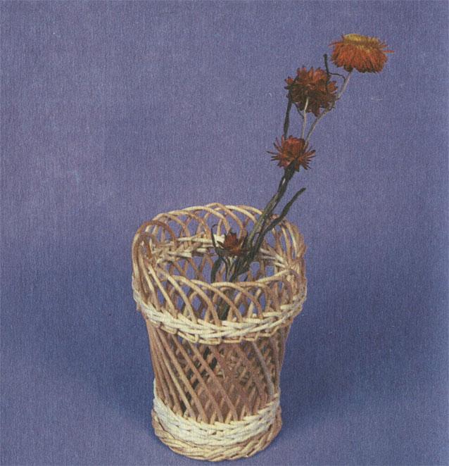 Мини-вазочка с цветком. Работа А. Б. Виноградова