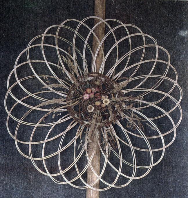Декоративное настенное панно с цветочной композицией. Авторы И. И. Фридрих и А. А. Бледнова